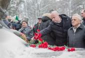 4 декабря у подножия памятника воинам-сибирякам на торжественный митинг собрались их потомки