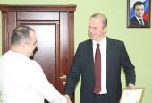 Руководителя администрации наградили благодарственным письмом