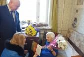 Жительница Истры принимает поздравления с юбилеем